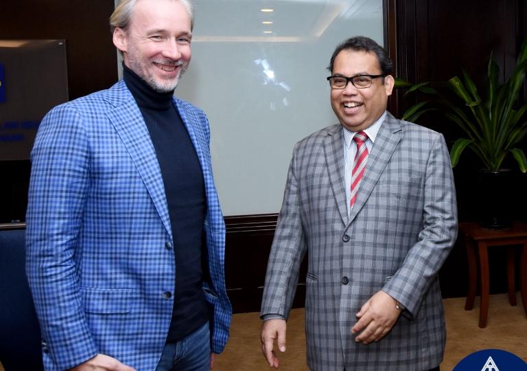 Pertemuan Presiden ANGKASA bersama Pengasas Pengasas Universal Blockchain Platform, Alexander Borodich di pejabat YB Dato' Seri Hamzah Zainudin, Menteri KPDNKK